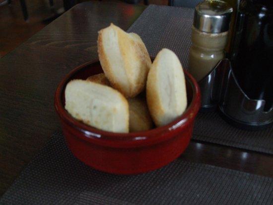 Ristorante da Giuseppe : Fresh hot bread that accompanied the salad