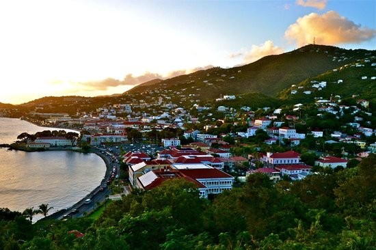 Bluebeard's Castle Resort: Charlotte Amalie from the other wing of the hotel.