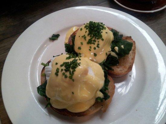 Berry Sourdough Cafe : Eggs Florentine