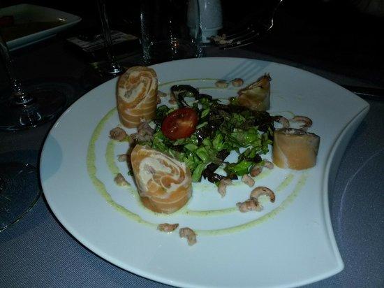 Comme Vous Voulez : Rouleau de saumon mariné aux crevettes grises et à l'aneth*