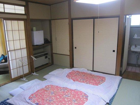 Yoshidaya: Spaceous room