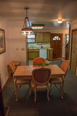 Mountain Retreat Resort: Living Area