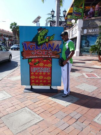 Iguana Joe's Caribbean Bar & Grill: Excelente  atención, comida y ubicación... Demasiado conforme con este local. Muchas gracias