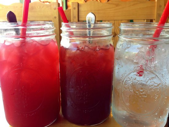 Wildcat Willies Ranch Grill & Saloon : Yummy Drinks in Mason Jars