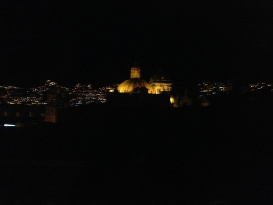 Hostal El Triunfo: Cathedral at night