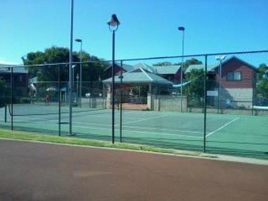 Amalfi Resort: Tennis court