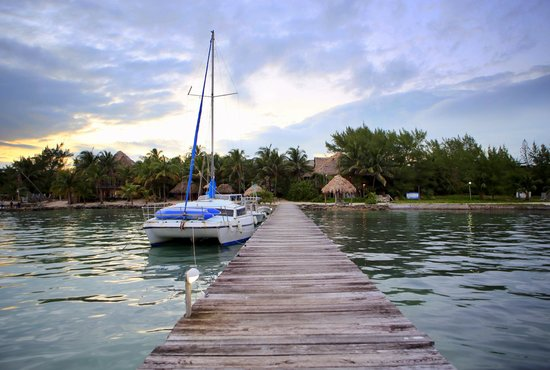 Xanadu Island Resort : Their private dock
