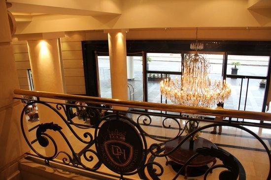 Diplomatic Hotel: Vista del lobby desde el entrepiso