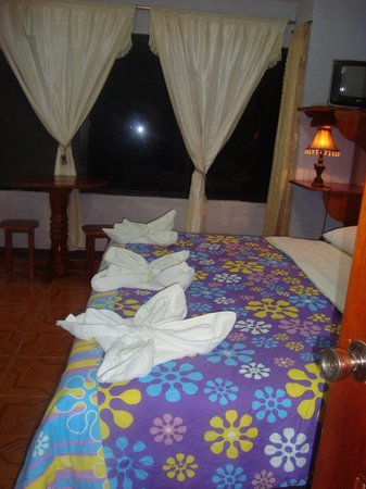Hotel Sula Sula: King size-bed