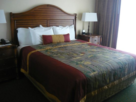 Outrigger Waikiki Beach Resort : Our comfy bed