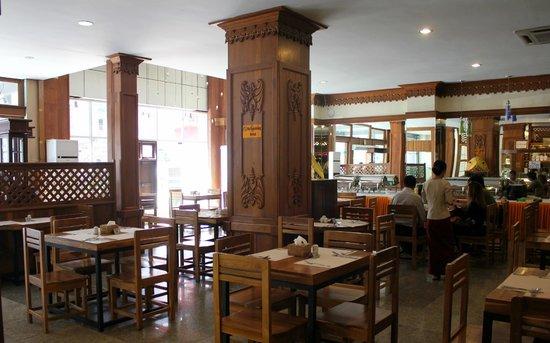 New Aye Yar Hotel: Hotel restaurant