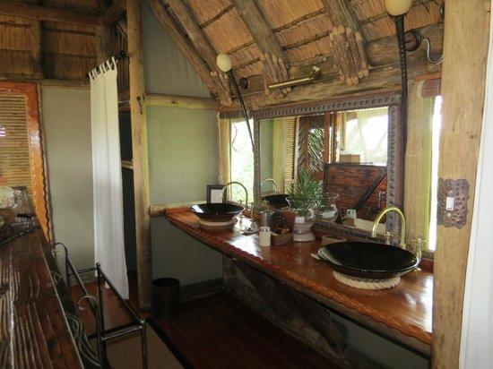 Kwetsani Camp: bath