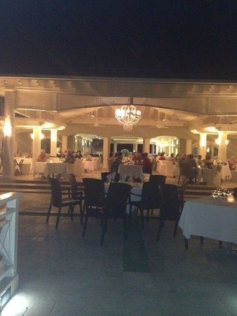 Sunscape Cove Montego Bay: The terrace restaurant