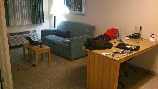 Comfort Suites Seven Mile Beach: Sala conjugada