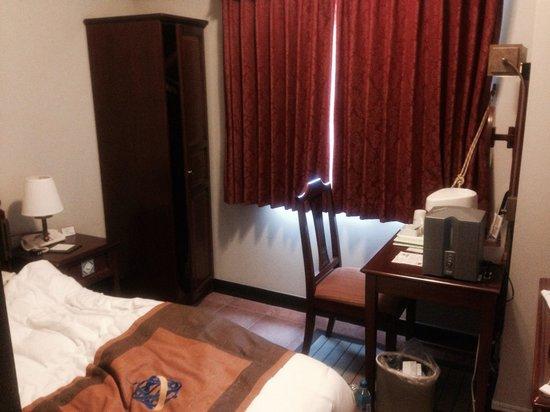 Hotel Monterey Nagasaki: シングルルーム 7階のこの部屋からは海が少し見えました。