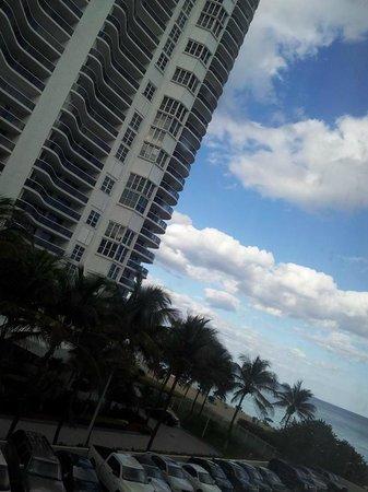 Newport Beachside Hotel and Resort: Beautiful sky