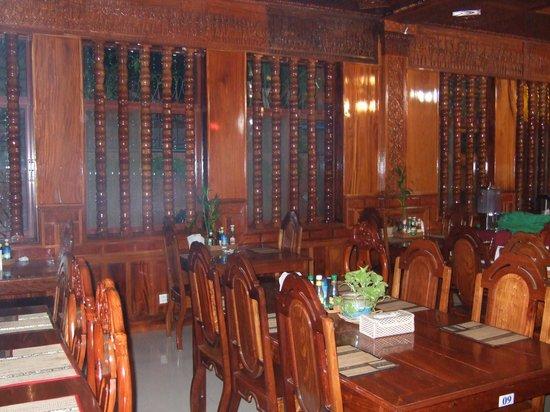 Okay 1 Villa: dinning room right off the looby