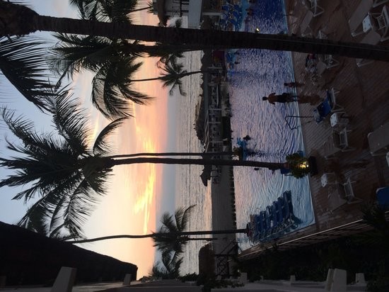 Crown Paradise Club Puerto Vallarta: Beautiful sunset