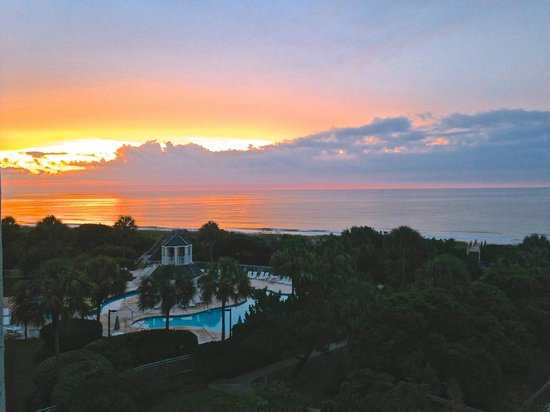 Litchfield Beach & Golf Resort: Bridgewater 428-Balcony View of Sunset