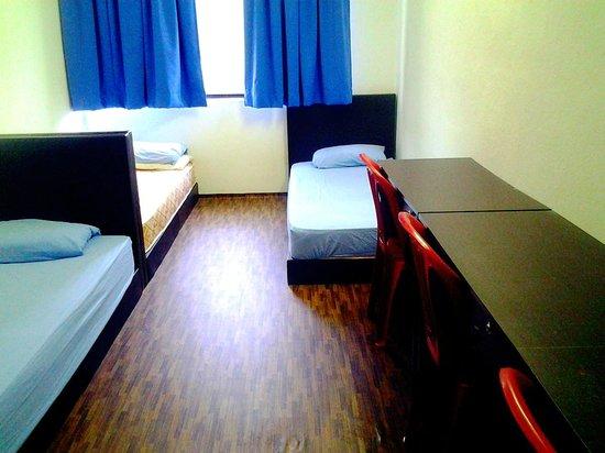 Rangoon House Hostel: Triple Room