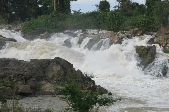 Mr. Phao's Riverview Guesthouse: Waterfall on Mr Phao's tour