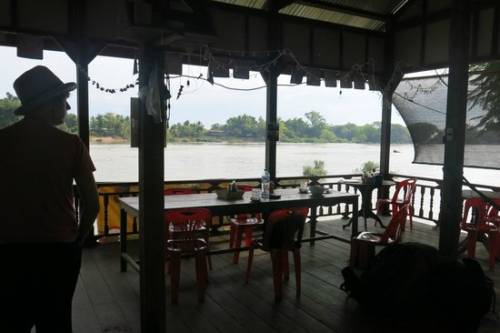 Mr. Phao's Riverview Guesthouse: Restaurant