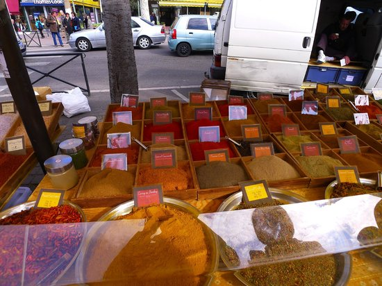 Le Marche d'Arles: Wide variety of spices