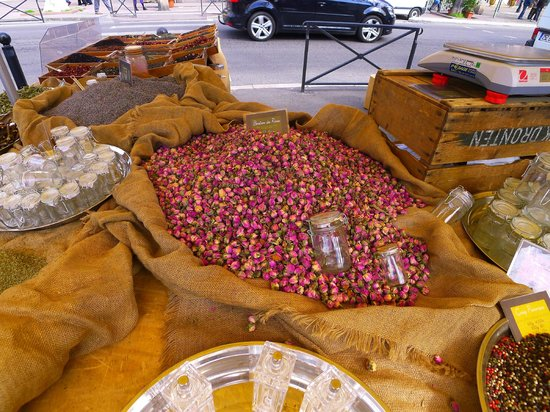 Le Marche d'Arles: Dried rose bud spice