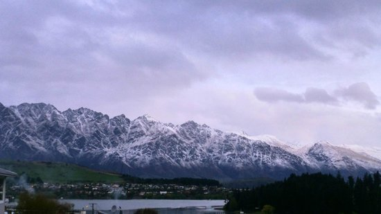 Alexis Queenstown Motor Lodge and Apartments : Fresh snow on the Remarkables