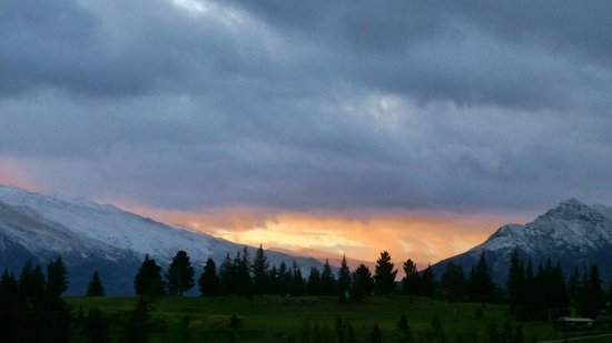 Alexis Queenstown Motor Lodge and Apartments: Fresh snow and sunrise