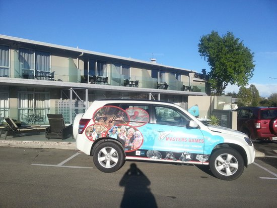 Trailways Hotel Nelson: NZ Masters Games car at Trailways