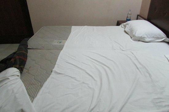 Hotel Empee : short sheets
