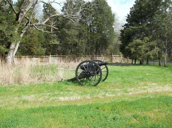 Stones River National Battlefield: Canon close to the entrance.