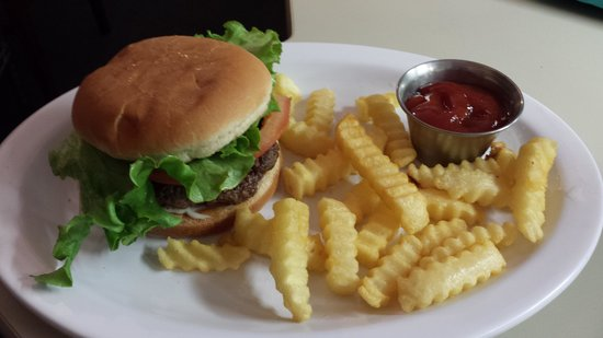 Rocky Mount BBQ: 1/4 # burger with fries