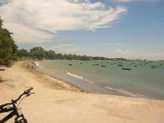 Praia de Manguinhos: Vista desde el muelle