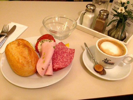 The Circus Hostel: 5 Euro Breakfast Buffet at the Circus