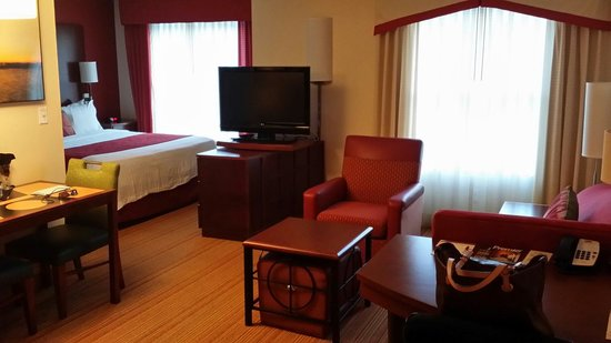 Residence Inn Fredericksburg: Comfortable living area