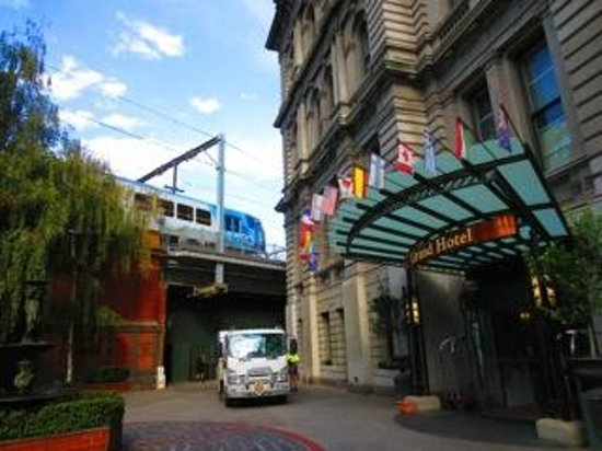 Grand Hotel Melbourne - MGallery Collection : Hotel and train