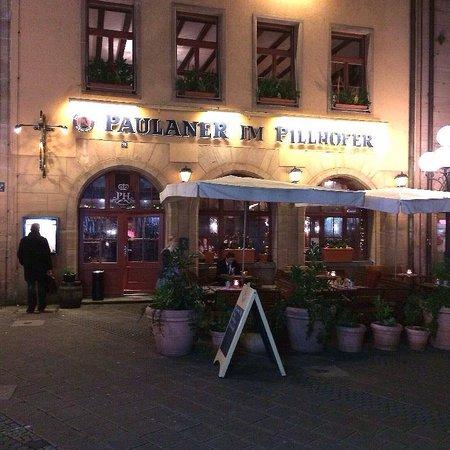 Pillhofer: Ночной вид с улицы