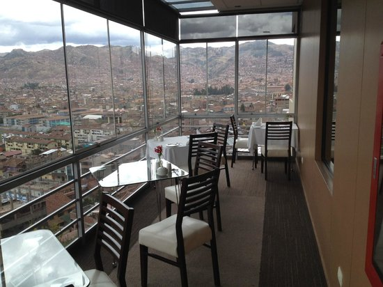 Wyndham Cusco Saqsayhuaman: View of Cusco from the dining room