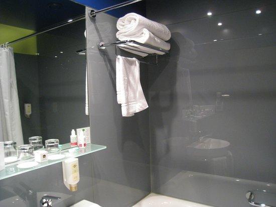 Hotel Montana: バスルーム