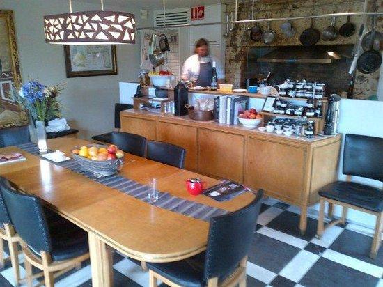 Islington Hotel: Open Kitchen