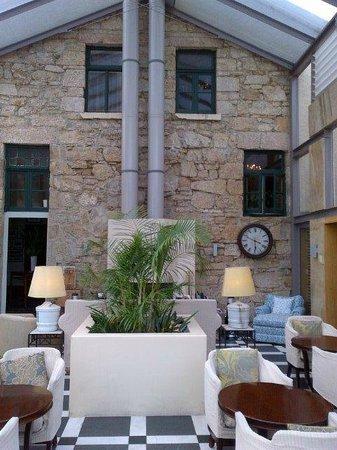 Islington Hotel: Fireplace