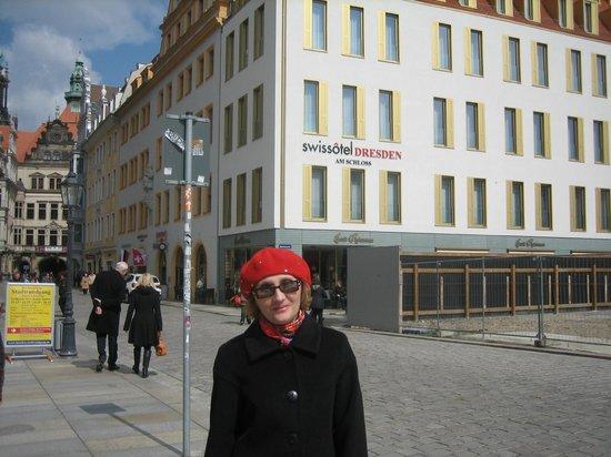 Hyperion Hotel Dresden am Schloss : А это я на фоне Swissotel в Дрездене