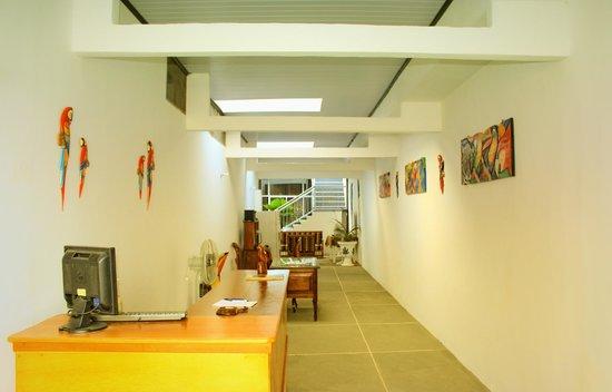 Casa Hotel Maune : Recepcion y lobby