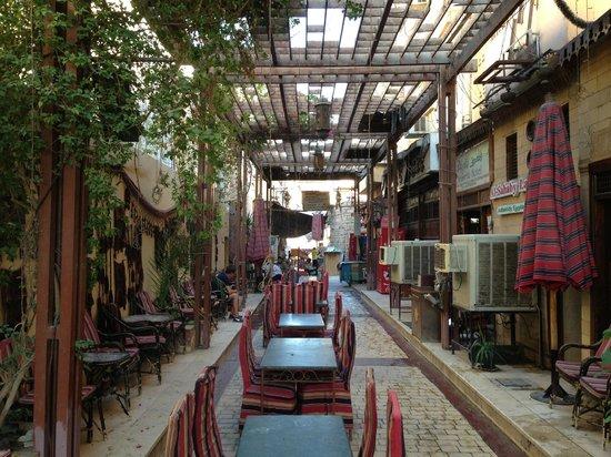 Nefertiti Hotel: Hotel entrance next to the Bazaar