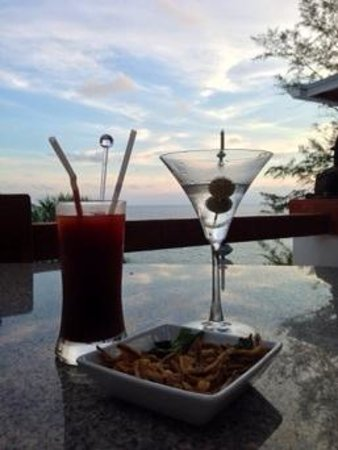 Mom Tri's Villa Royale: happy hour