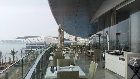 Jumeirah at Etihad Towers: Frühstück im Freien