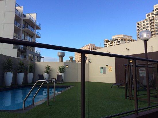 Vibe Hotel Sydney: Zona piscina