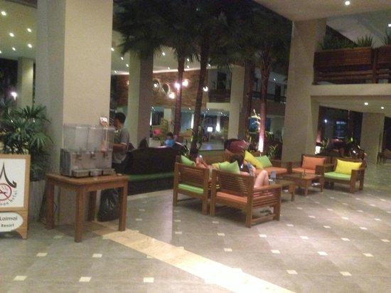 Baan Laimai Beach Resort: ロビー
